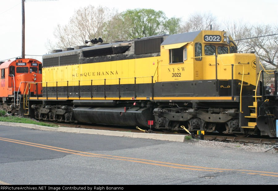 Roster shot time! Recent rebuild SD40 3022 ready to head west on SU-99