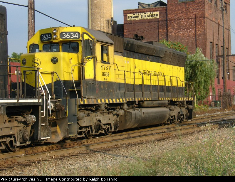 An Old warhorse, SD45 # 3634  on Q271, 7/22/2005