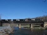 NS Manifest train 38Q rolls along on a beautiful morning