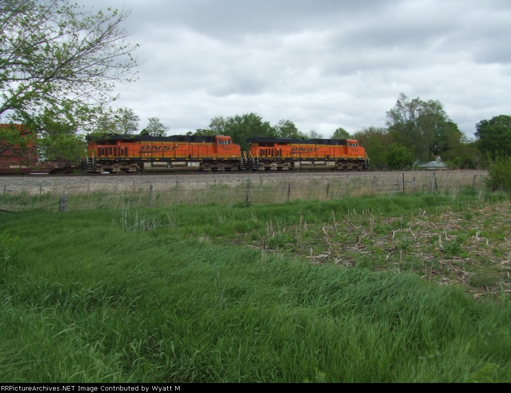 BNSF 7204 and 7203