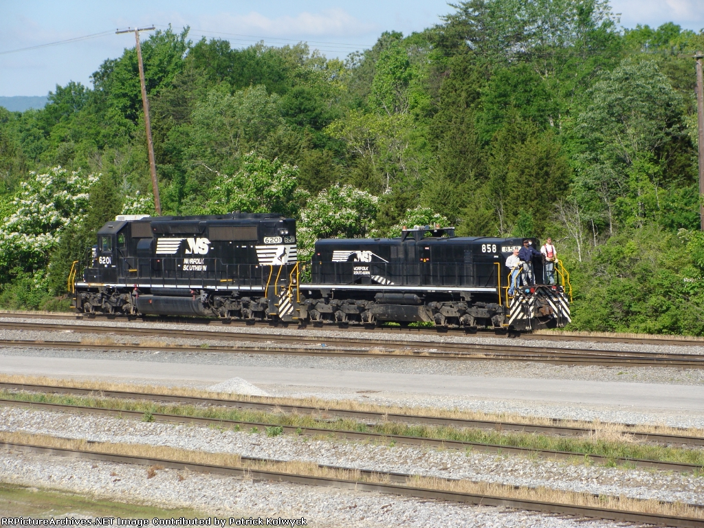 NS 858