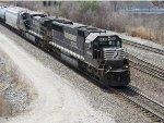 NS 6690 Rolls Through Lafayette Junction