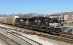 NS 2665 passes the CSX yard lead