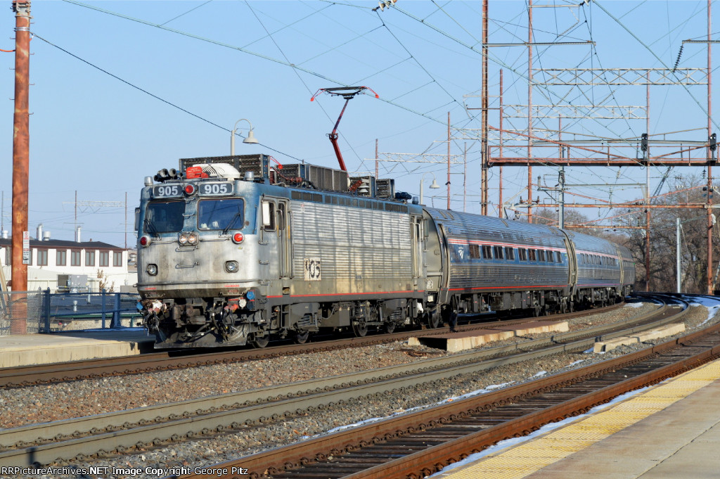 Amtrak train 93(2) at Wilmington