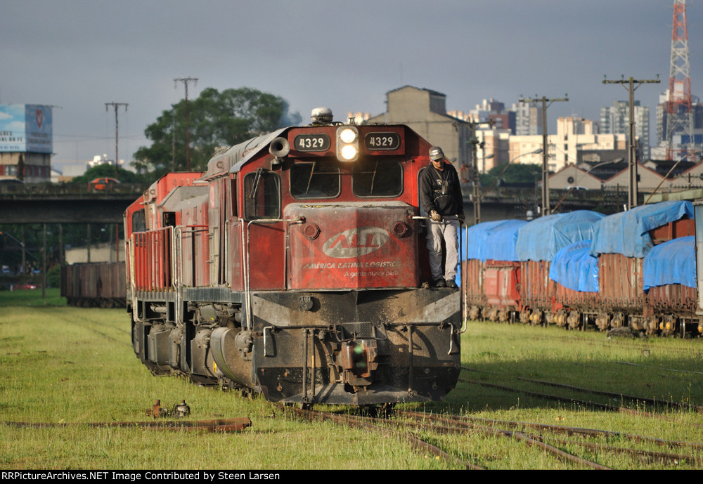 ALL 4329 (G22U) in Curitiba Jan 2011