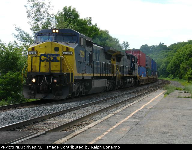 Q162 heading east to Selkirk and Port Newark, NJ