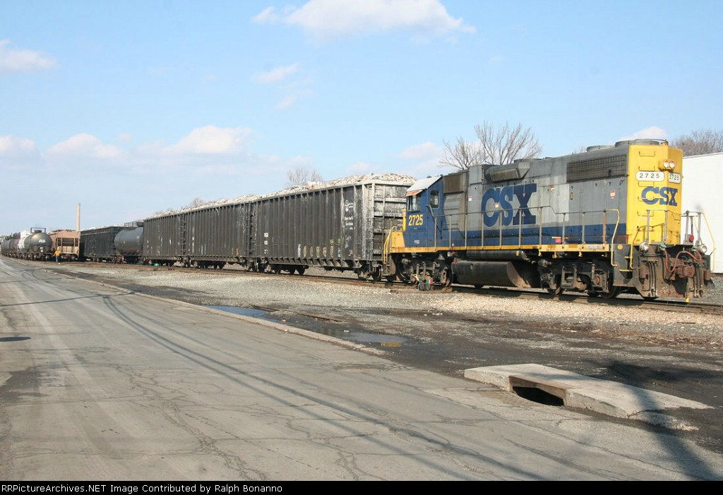 """NYS&W WS-1 does some drilling at the east end of the """"MC"""" tracks at Mt Vernon St"""