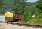 CSX 516 leads train Q667