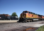 BNSF 4622 AND AN OLDER LOCO...