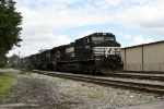 NS 9106 approaches NS yard in McDonough