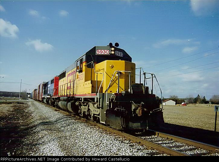 A rare photo indeed! When these came in from the former MP SD40-2s were needed so badly that they painted a red GT noodle on them and sent them into service! Almost a year later they were all repainted. 5930 heads south on the AA to Alexis tower in 1999