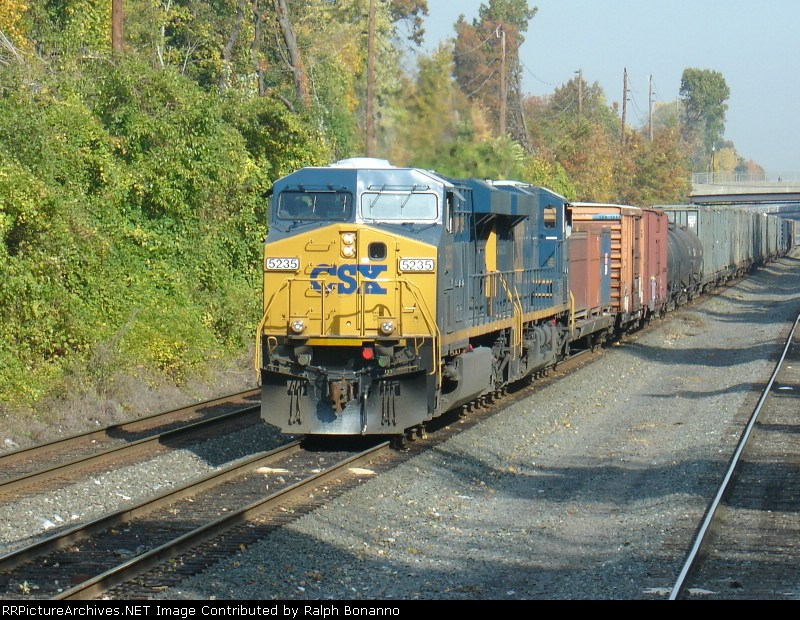 S409-05 waits on the middle siding at MP 9 to head south