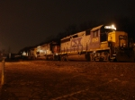 Q273-09 with a 4-axle leader sits in the siding near CP-10 at 9: 25 PM