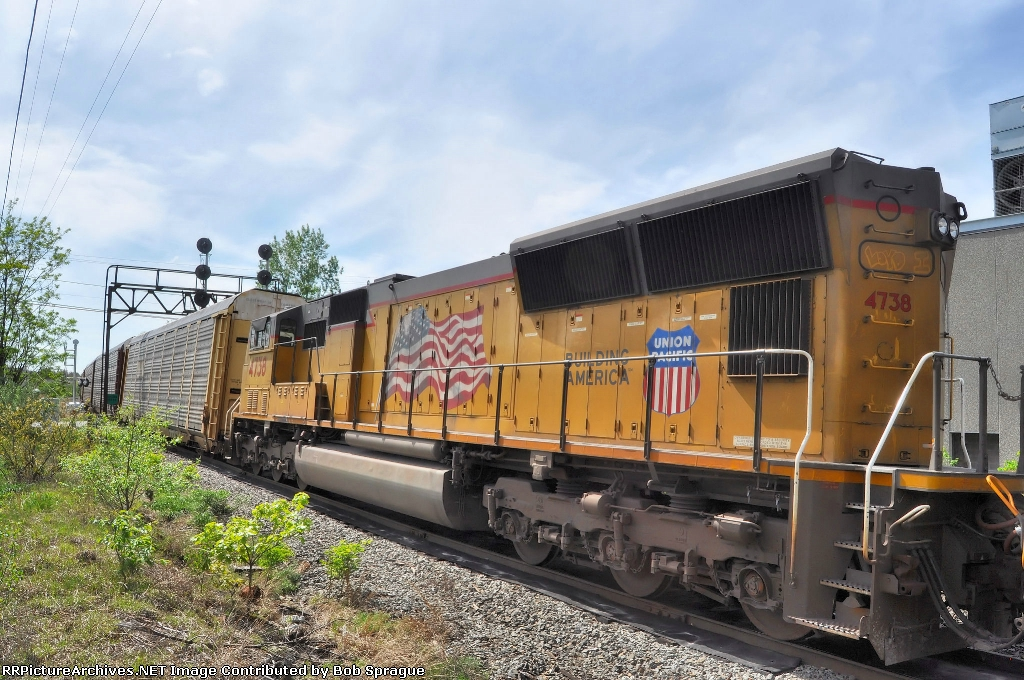 UP 4738 heading to the ford yard
