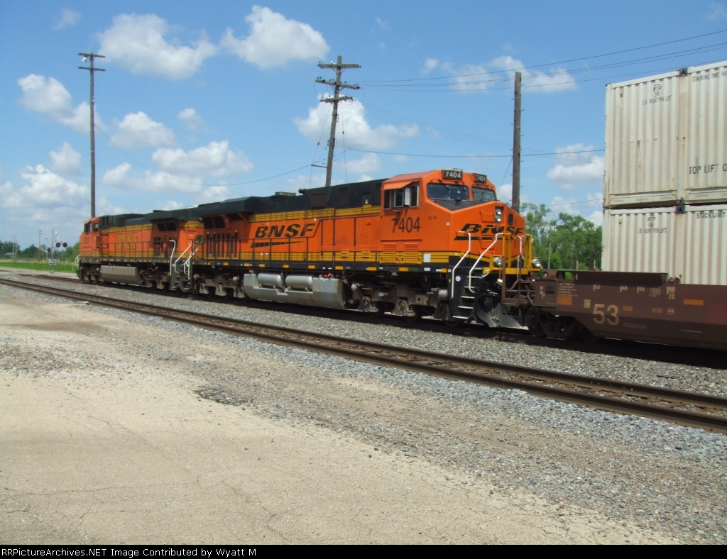 BNSF 7404 and 5057