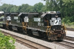 NS 5109 heads southbound