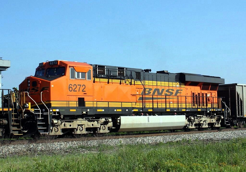 BNSF 6272