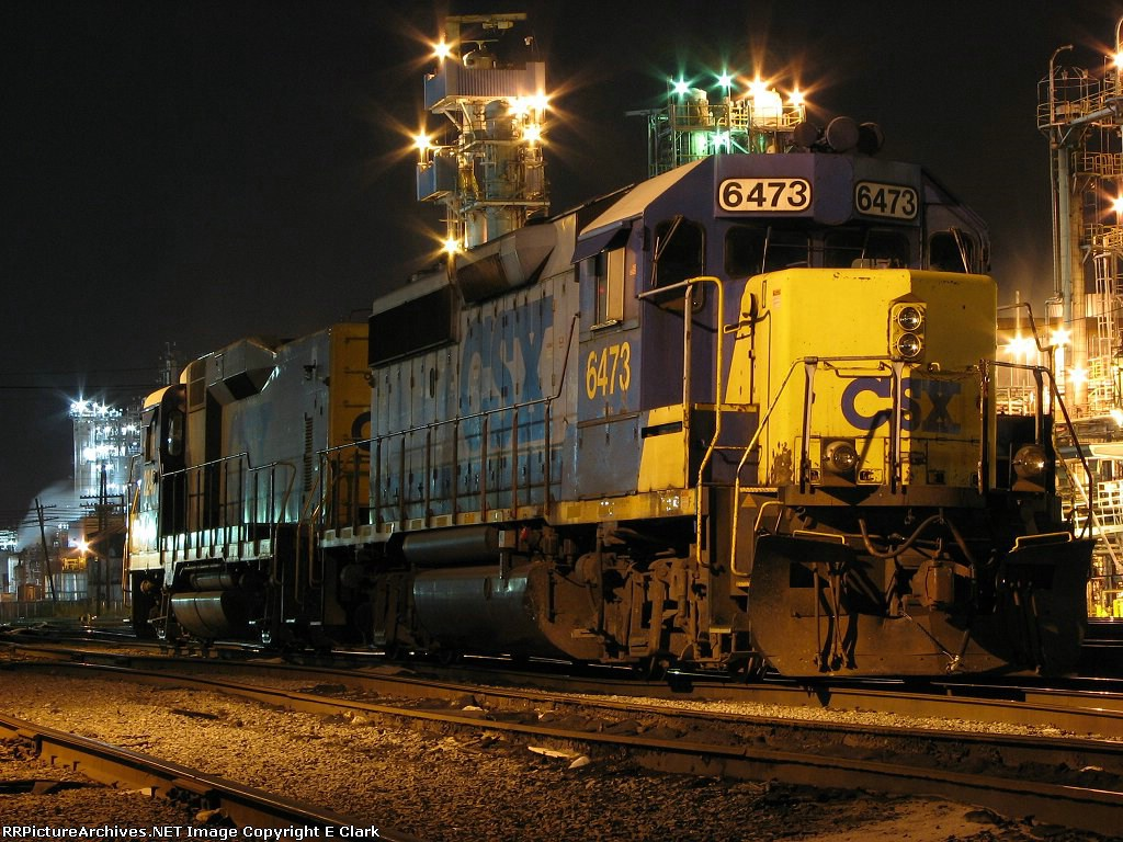 CSX 6473 holds down 2 track