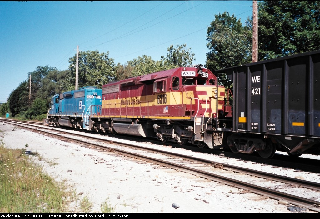 WE 6316 and EMD demonstrator sit in the siding.
