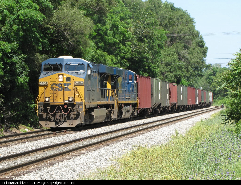 CSX 5404 & 5236 put all their muscle to the rails as they lift the 130 cars of R386-16 east out of town