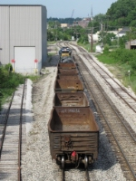 6 empties for Padnos and 2 wire loads for the GRE trail 6066 as Y221 nears Godfrey