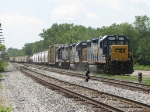 Y121 pulls through Lamar with D700's train in tow