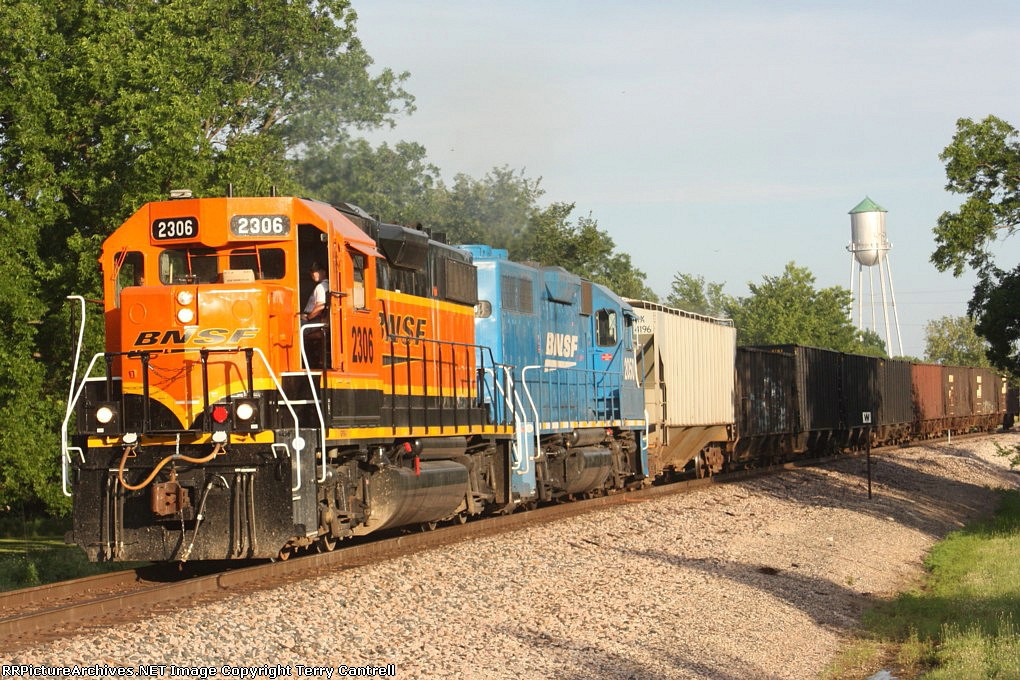 BNSF 2306 heading back to Spring Hill