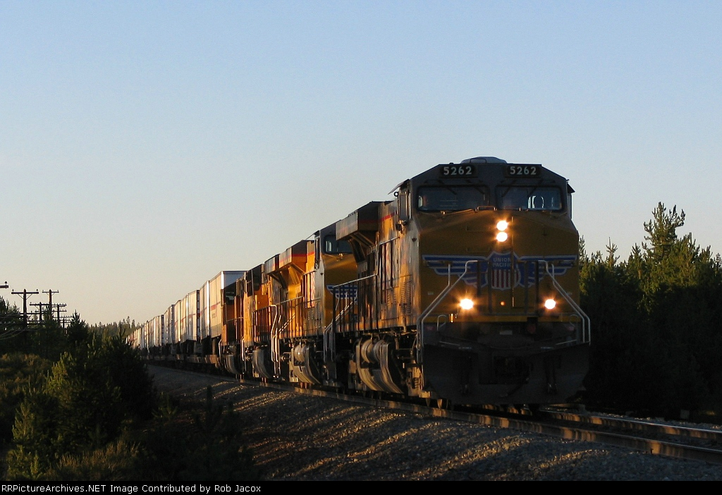 UP 5262 on s/b Z-train