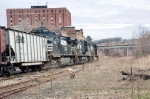 NS train 524 moves eastward with 116 loads