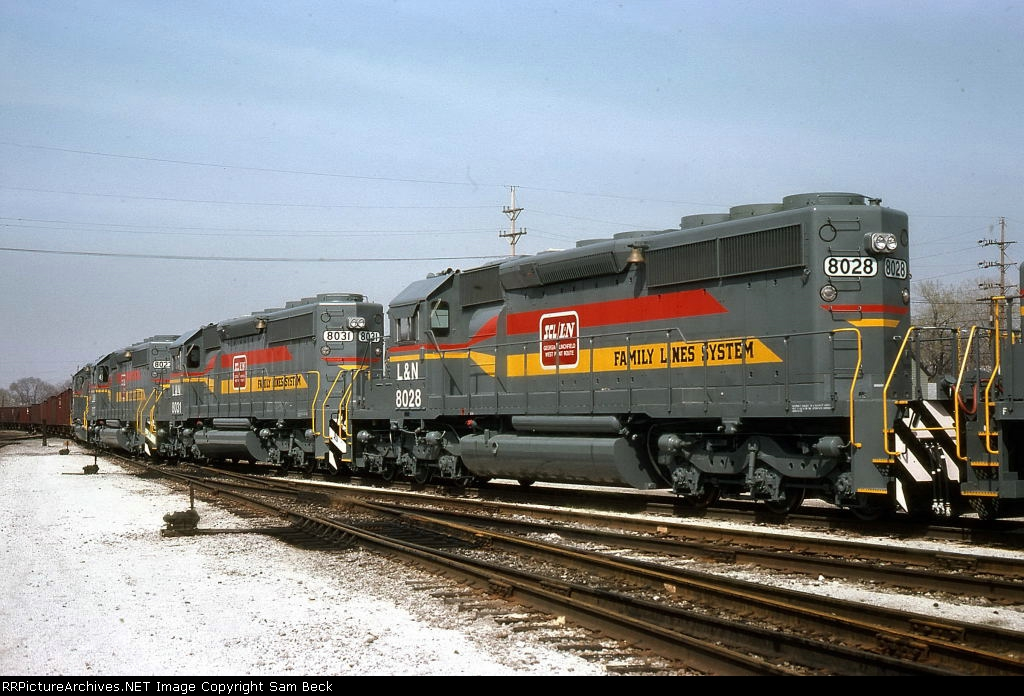L&N 8028, 8031, and 8027--New SD40-2s