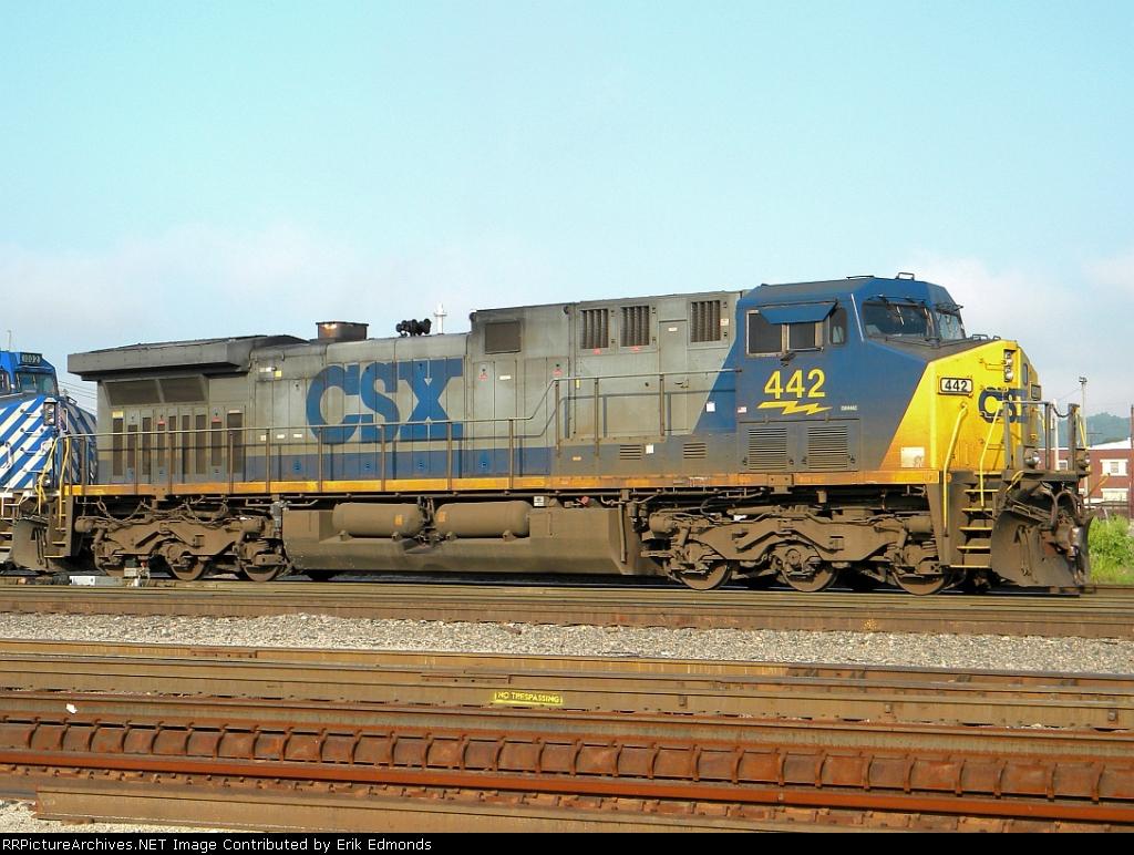 CSX 442 Right Side