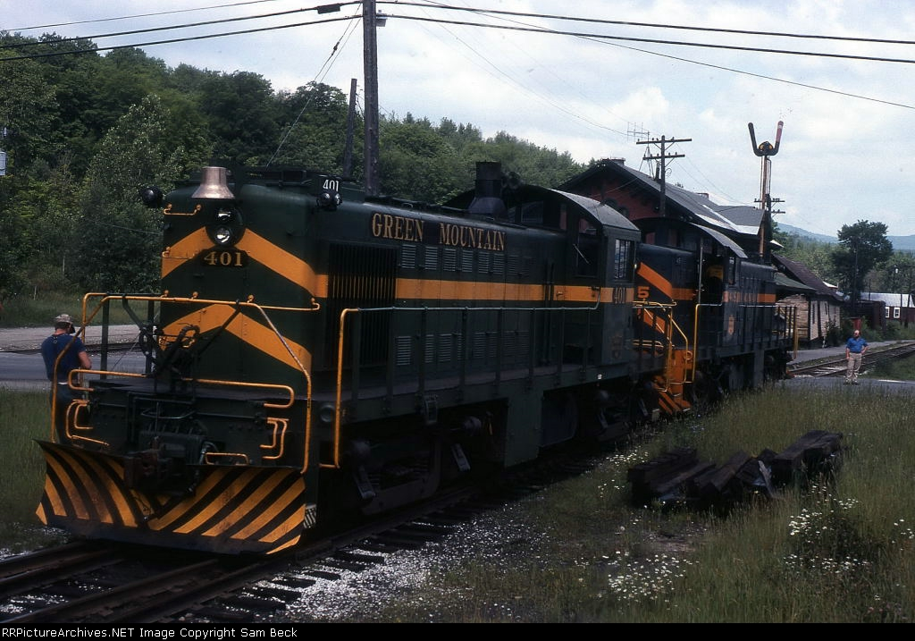 GMRC 405 and 401 on XR1