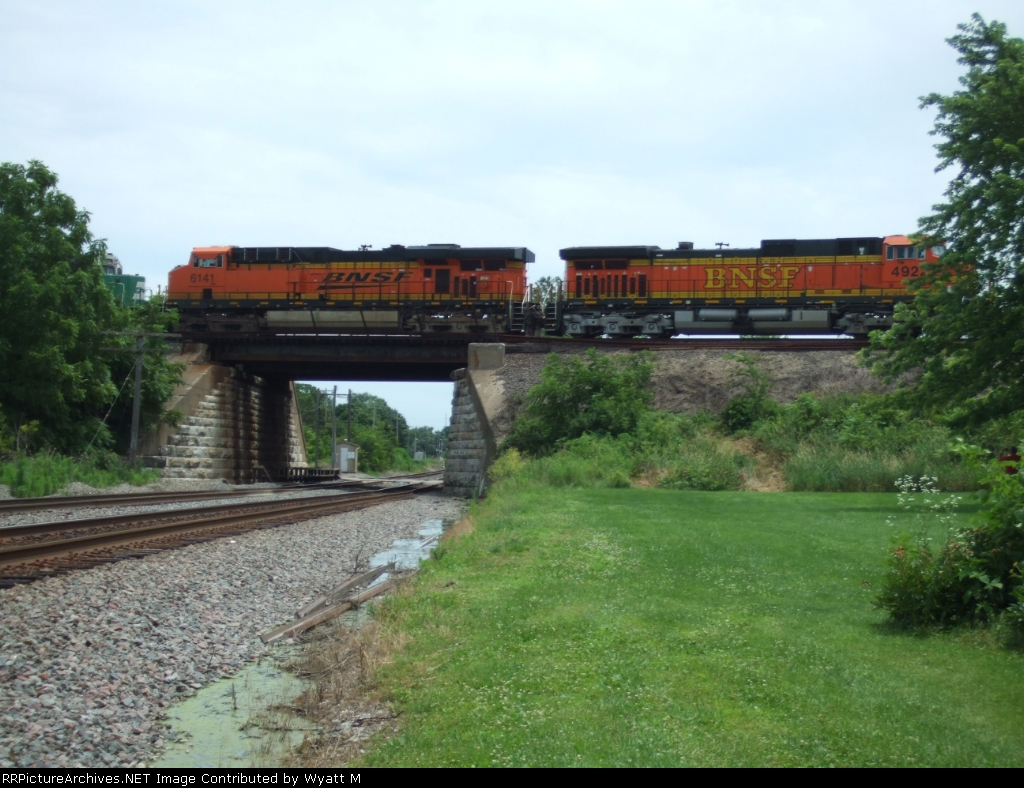 BNSF 4922 and 6141