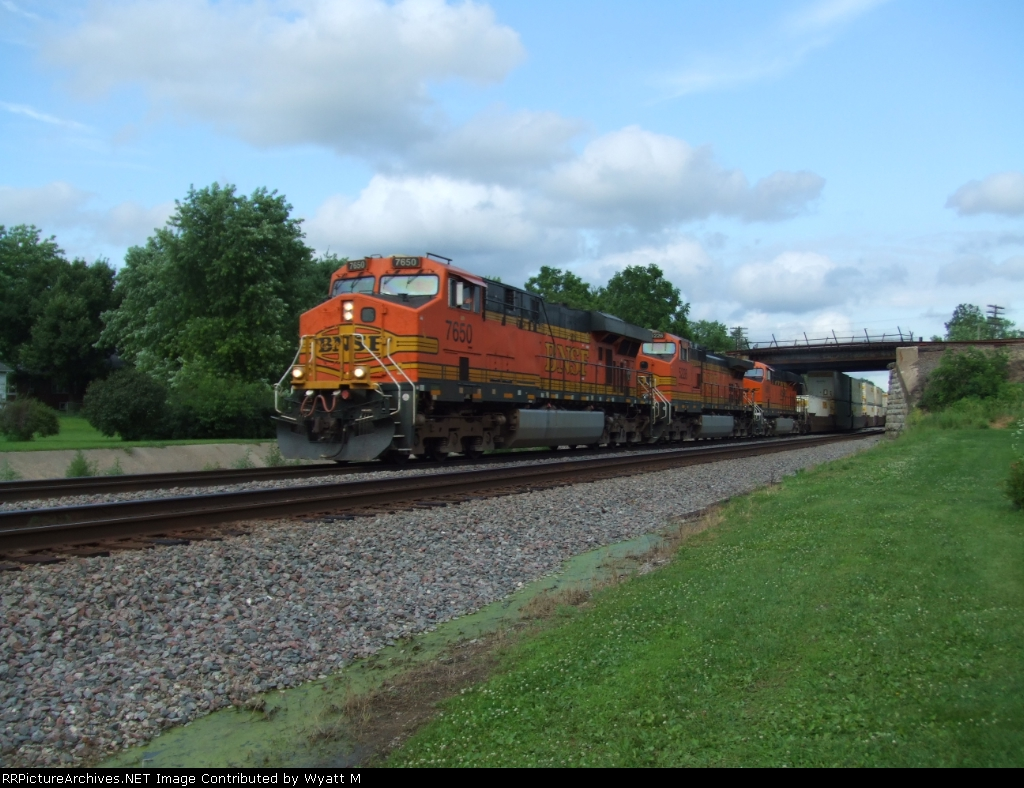 BNSF 7650 and 5226
