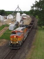 BNSF 4935 powers eastward with baretables