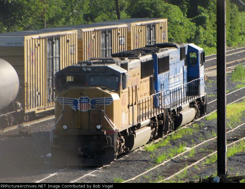 UP 4033 and NS CQ 6800