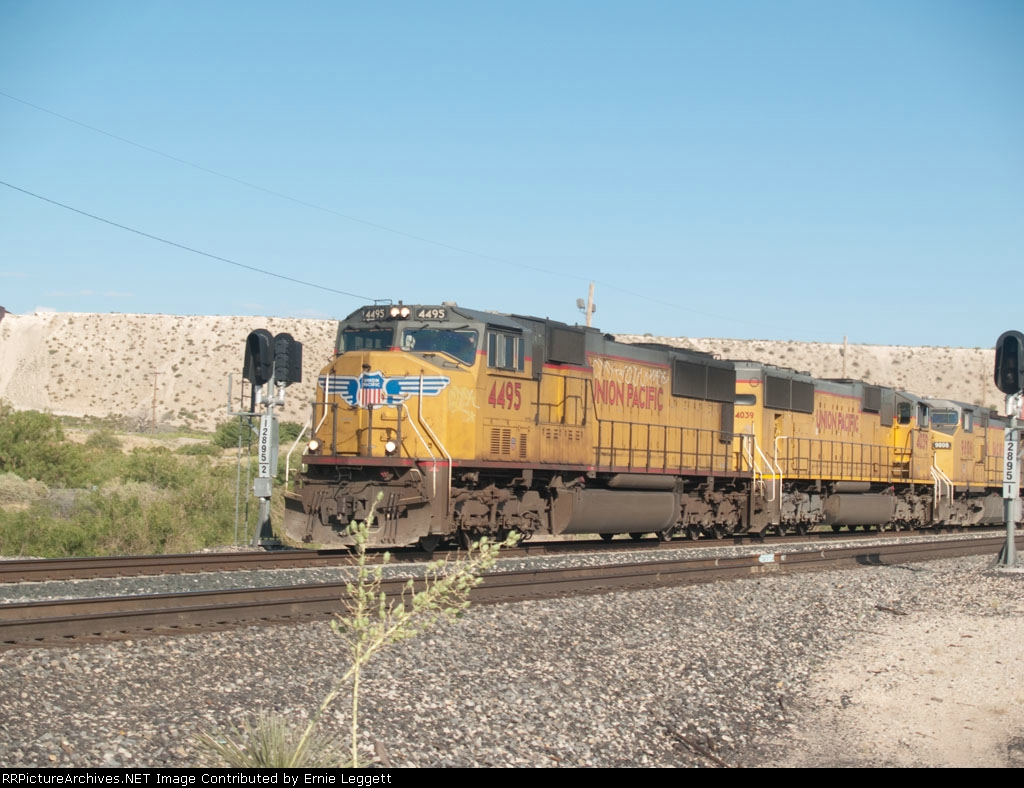 UP 4495 leads an EB doublestack (IWBMNX-04) at 8:29am