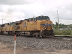 UP 7795 leads a WB doublestack at 09:41am