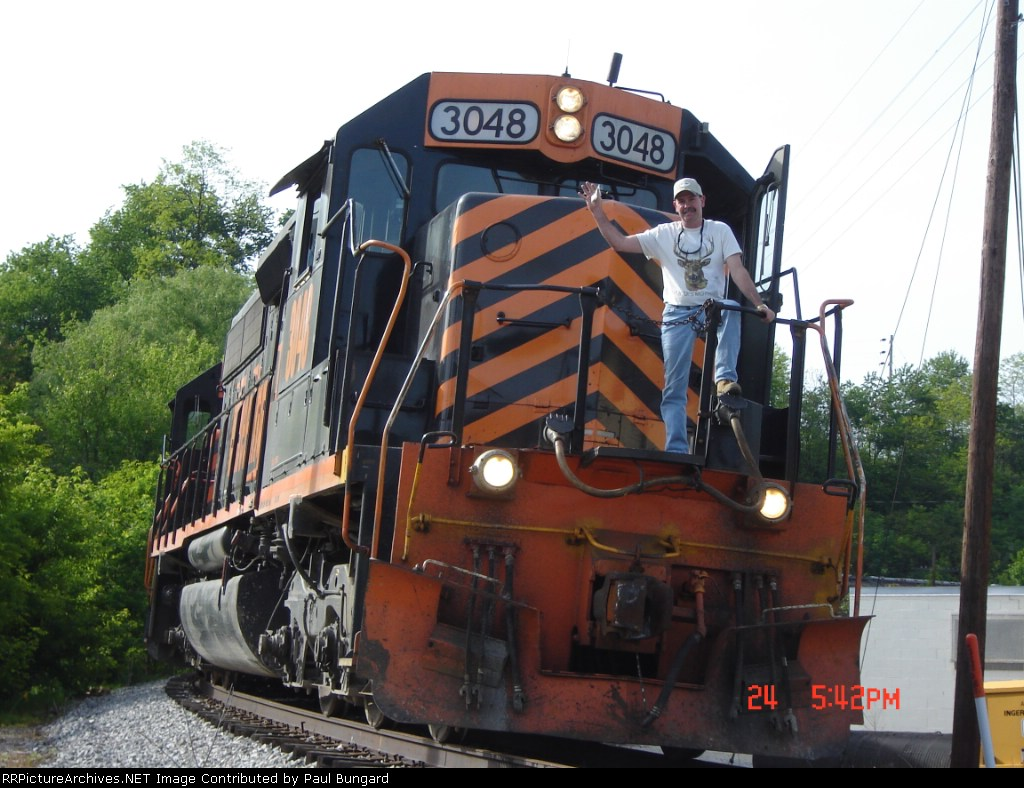 WE 3048  05/24/2006  With Engineer Posing