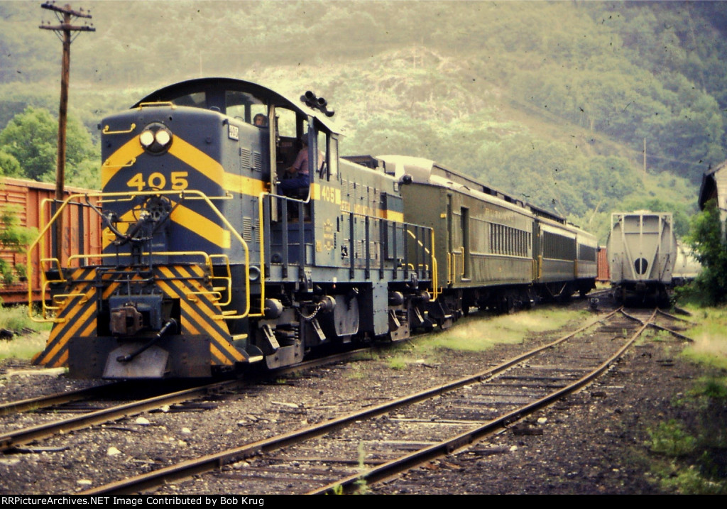 GMRC 405 pulls the Green Mt. Flyer trainset to the station in Bellows Falls