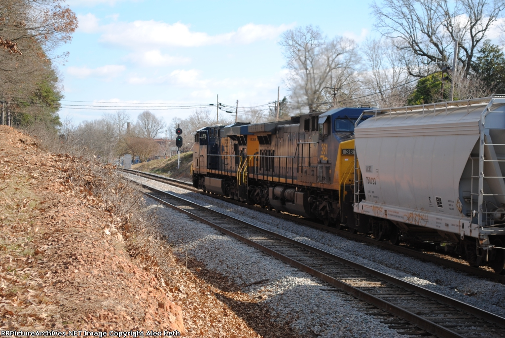 Q676 Rumbles Out of the Waxhaw Siding