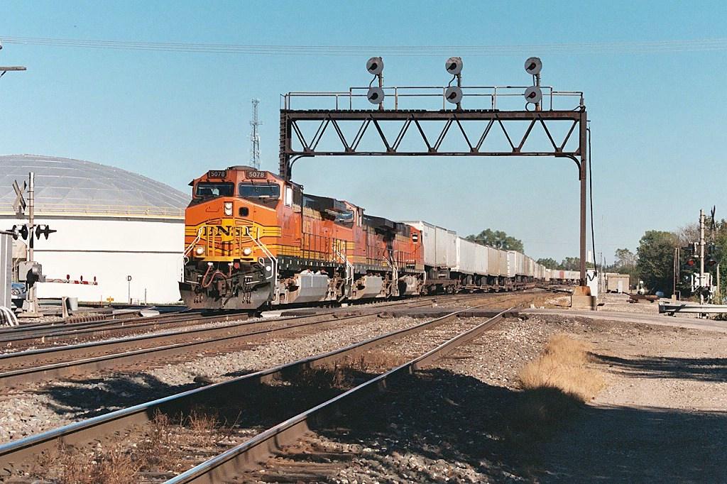 BNSF 5078 westbound
