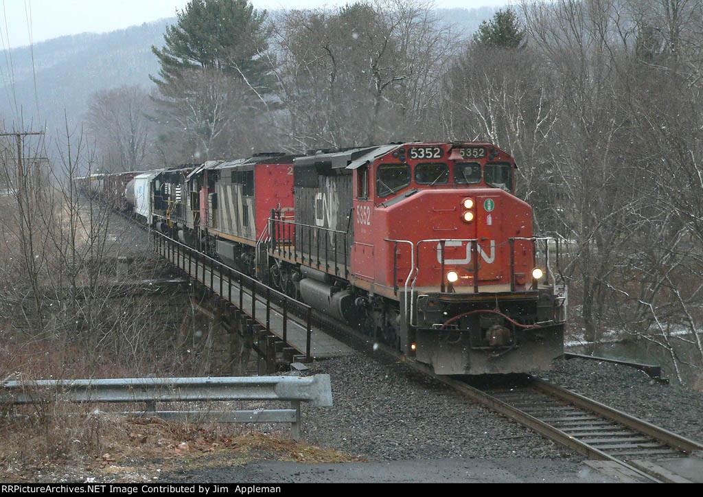 NS 31V northbound detour train