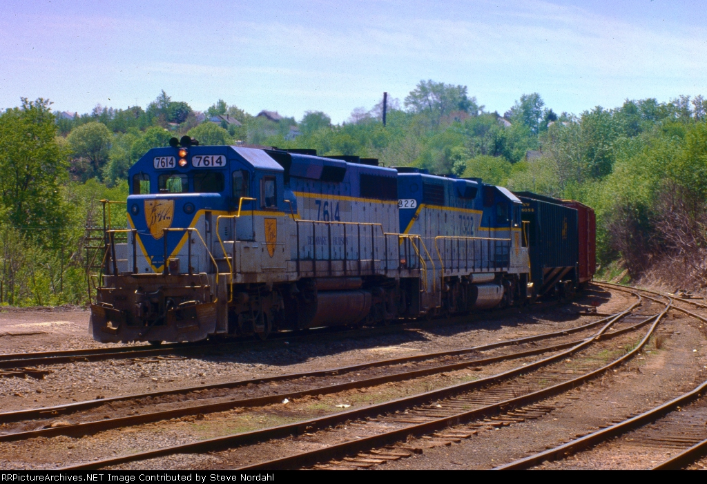 D&H SB-1 approaching Taylor Yard in Taylor, Pa.
