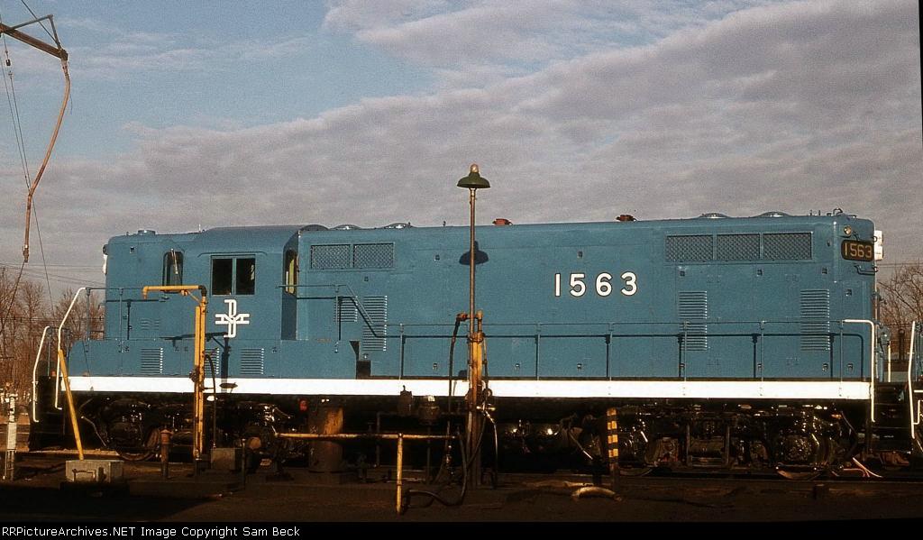 B&M 1563--GP7