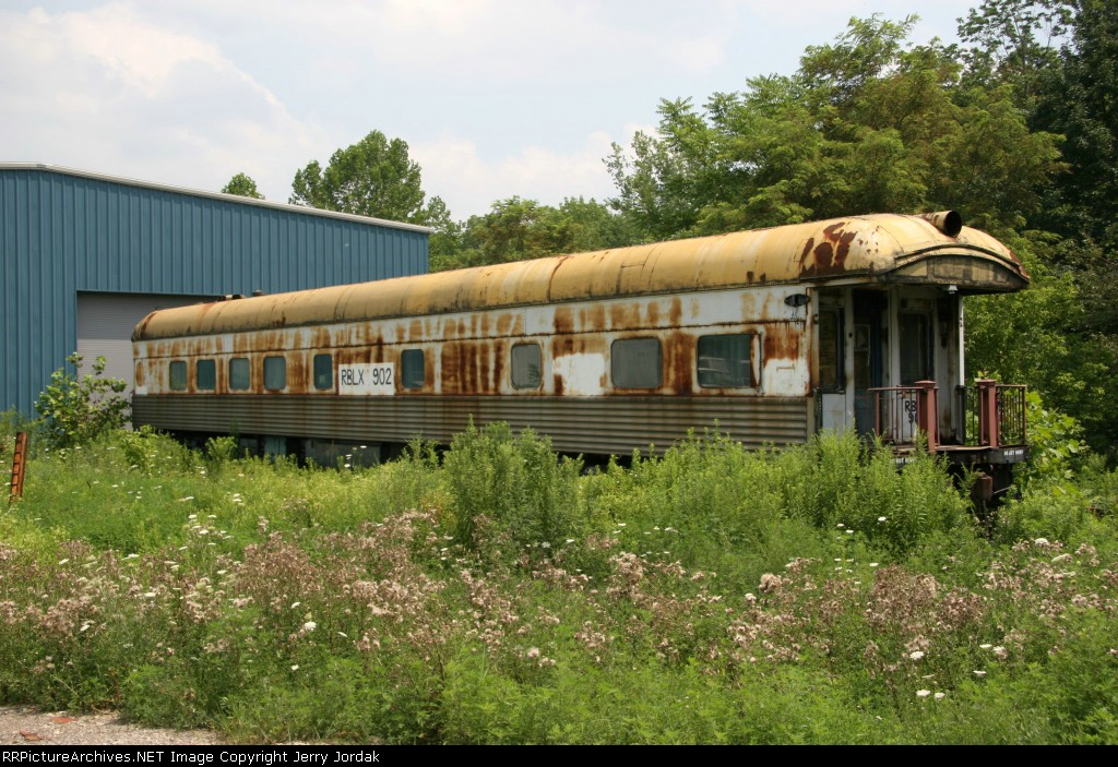 Old passenger car parked behind a business