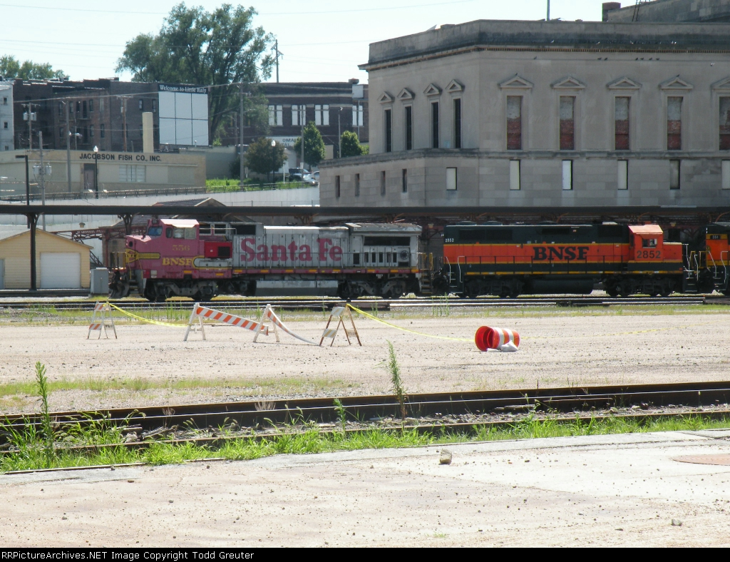 BNSF 556 Passing the old CB&Q Station