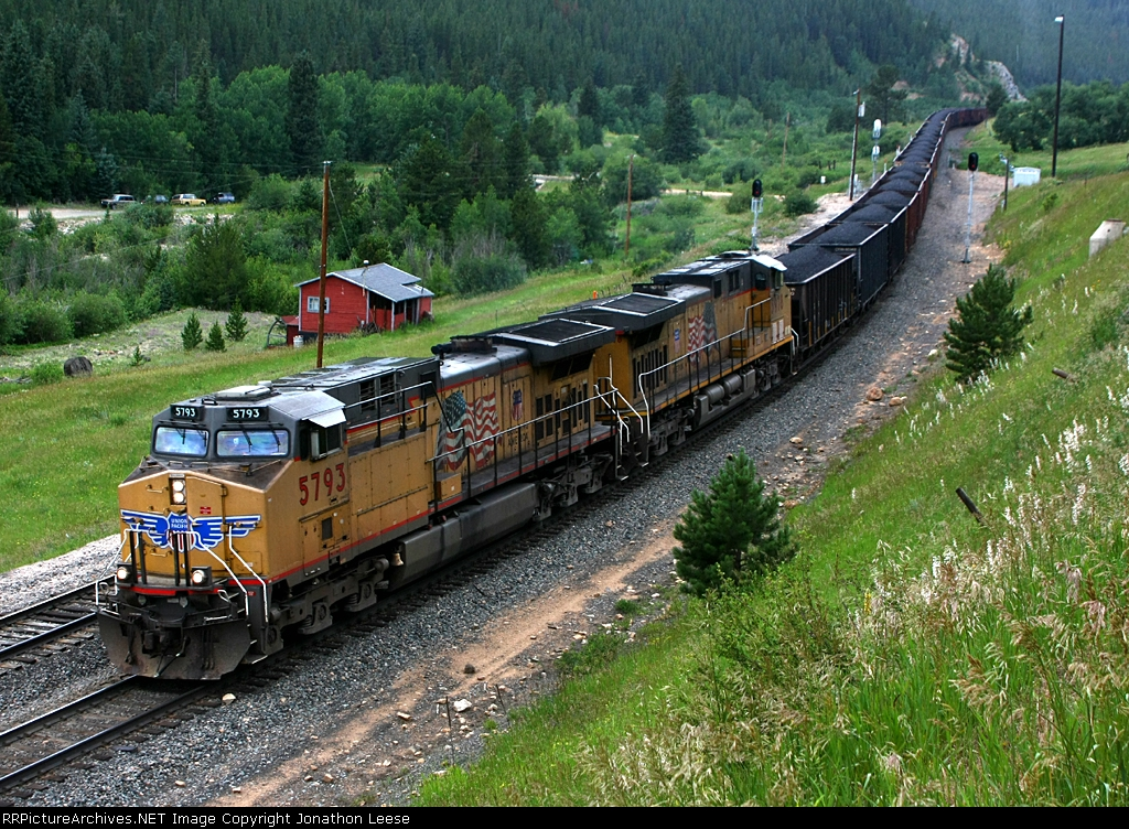 UP 5793 heads down the hill with coal loads