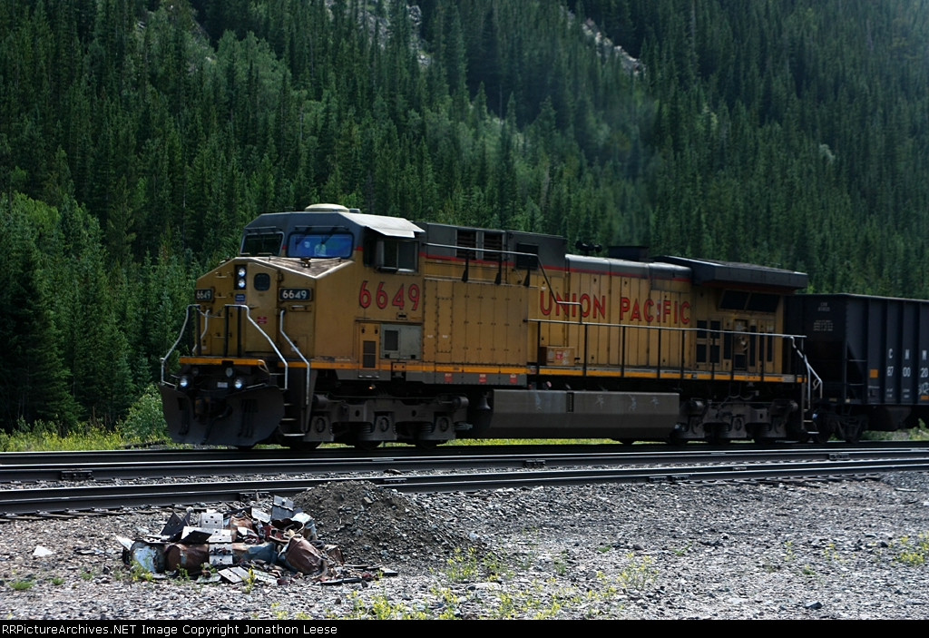 UP 6649 shoves on the rear