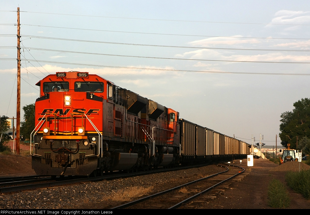 SD70ACe's lead coal empties north
